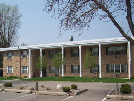 9908 Nicollet, Apartments, Bloomington, MN, amenities, air conditioning, heat, community laundry, garbage, recycling, landscaped grounds, high-speed internet, phone, cable, professional management, maintenance