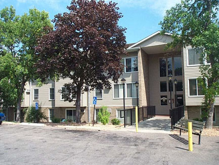 Country Inn Apartments, Bloomington, MN, amenities, air conditioning, heat, community laundry, garbage, recycling, landscaped grounds, barbecue, picnic areas, pre-wired high-speed internet, phone, cable, professional management, maintenance