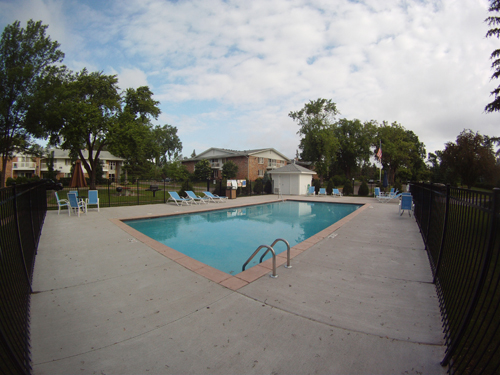 Bloomington, MN, Old Shakopee Village, outdoor pool, pool, maintenance, mall of america, bus route, good schools